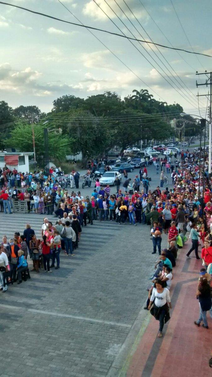 #MARACAY ¡Nuestro pueblo está movilizado! #MiCarnetPorLaPatria .@Nicol...