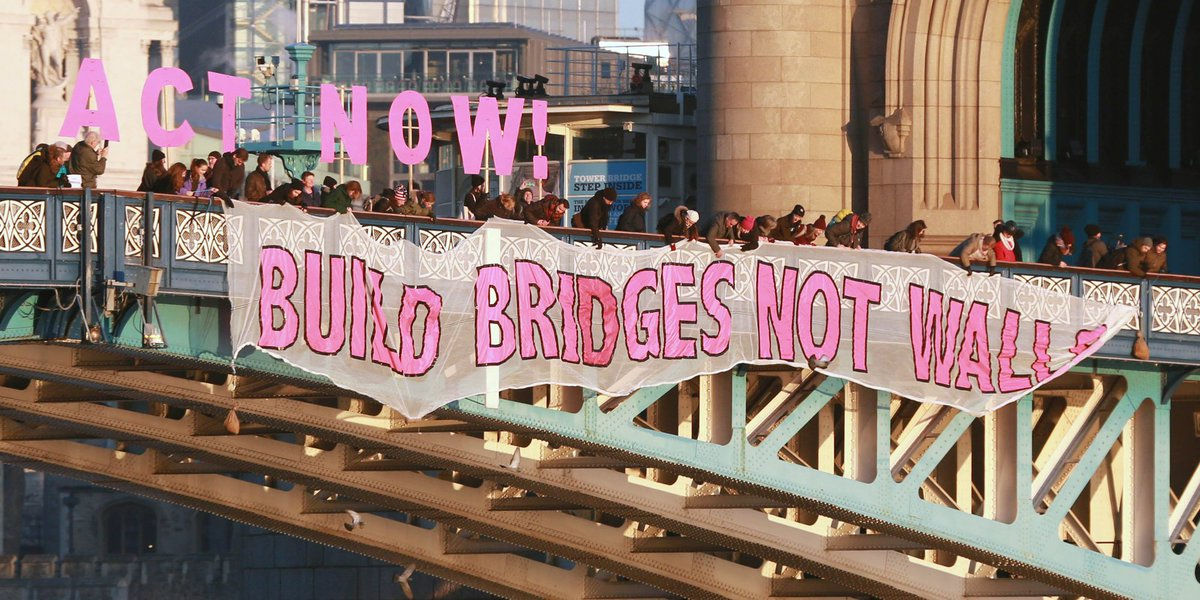Photo from #bridgesnotwalls on Twitter by HuffPostUK