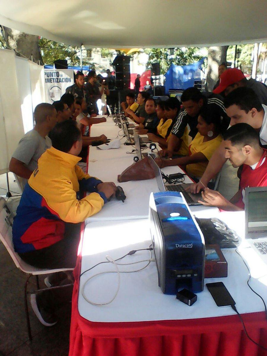 #LaFoto📸|| Los Patriotas en Caracas ya activados en la Plaza Bolívar....
