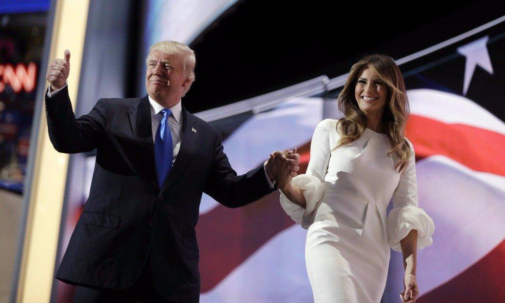 Американская комедия: жену Трампа хотят депортировать
