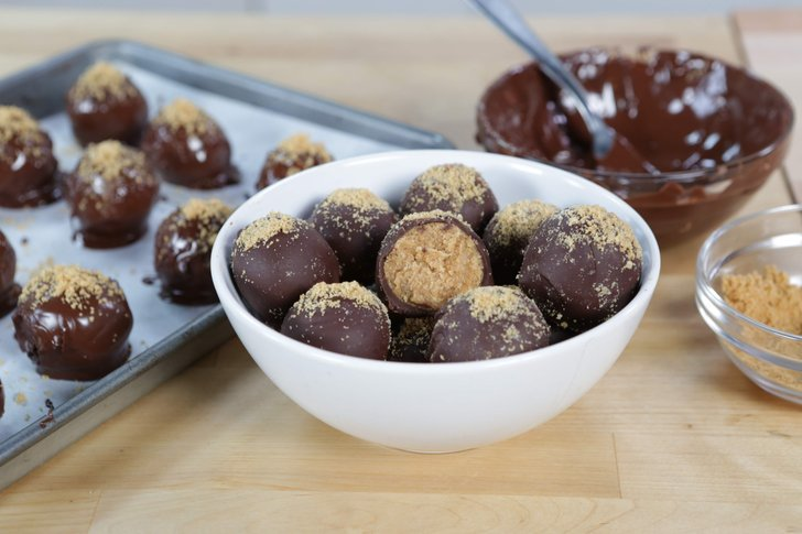 The easiest no-bake #NutterButter truffles ever! with @BrandiMilloy #GetTheDish https://t.co/oW5JgLNlQf