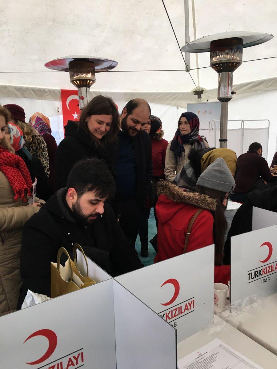 AK Parti Fatih Kadın Kolları Başkanımız Sn. @BusraUncuOzten kan bağış...