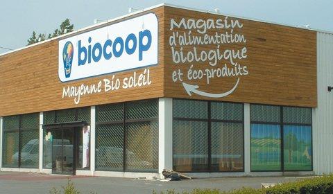 #Biocoop s&#39;apprête à arrêter la commercialisation des #eaux en bouteille #plastique. #Sante #dechets #environnement  http://www. lsa-conso.fr/biocoop-s-appr ete-a-arreter-la-commercialisation-des-eaux-en-bouteille-plastique-exclusif,251946 &nbsp; … <br>http://pic.twitter.com/CTf6wy6CWn