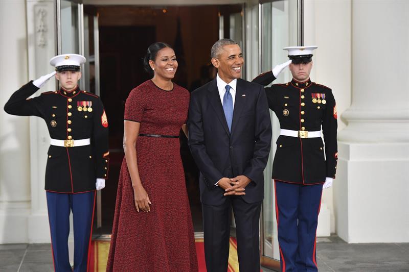 #EtatsUnis : #BarackObama  a définitivement quitté la #MaisonBlanche ; où il a travaillé et vécu durant huit ans.<br>http://pic.twitter.com/xhdVHbGyTS