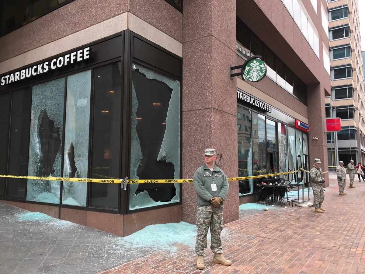 スターバックスとバンク・オブ・アメリカの店舗もデモ隊の攻撃にあいました。 vdata.nikkei.…