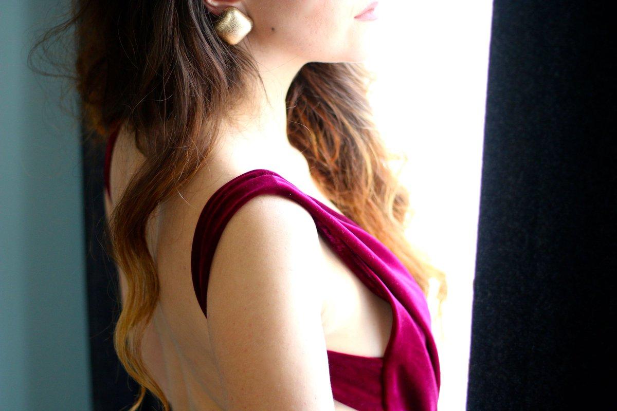 Une nouveau Look très glamour est dispo sur le blog :  http:// bit.ly/2jxobVT  &nbsp;   #outfit #ValentinesDay @HouseofCBFR #valentinesdayoutfit #look<br>http://pic.twitter.com/I8KGeYYwQB