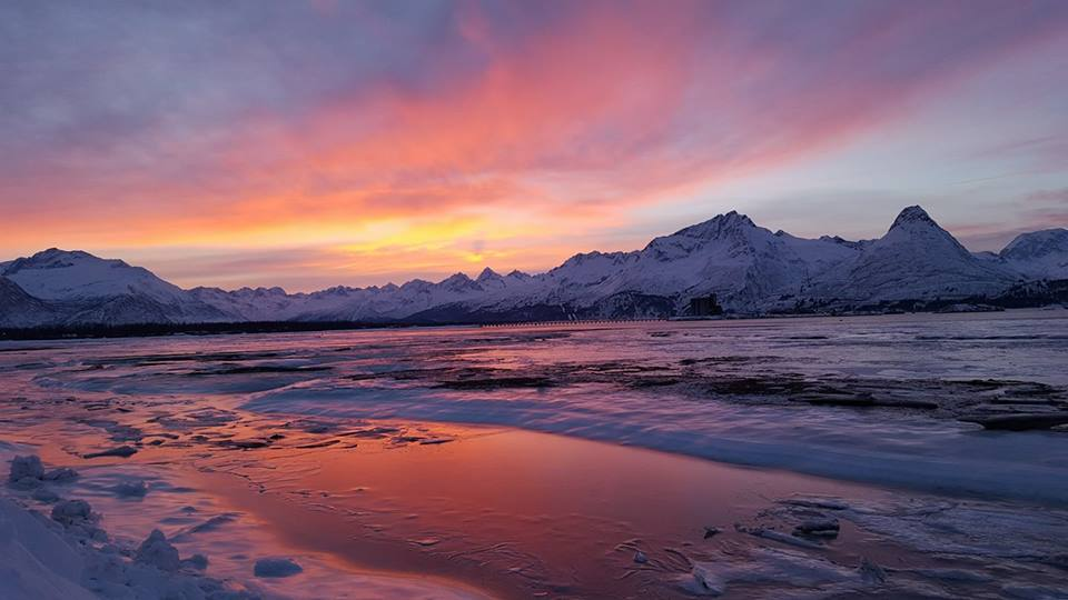 Our favorite view this morning, thanks to Jennifer Weber from #Valdez for sharing! #loveAlaska #nofilter<br>http://pic.twitter.com/ntAMihL1IL
