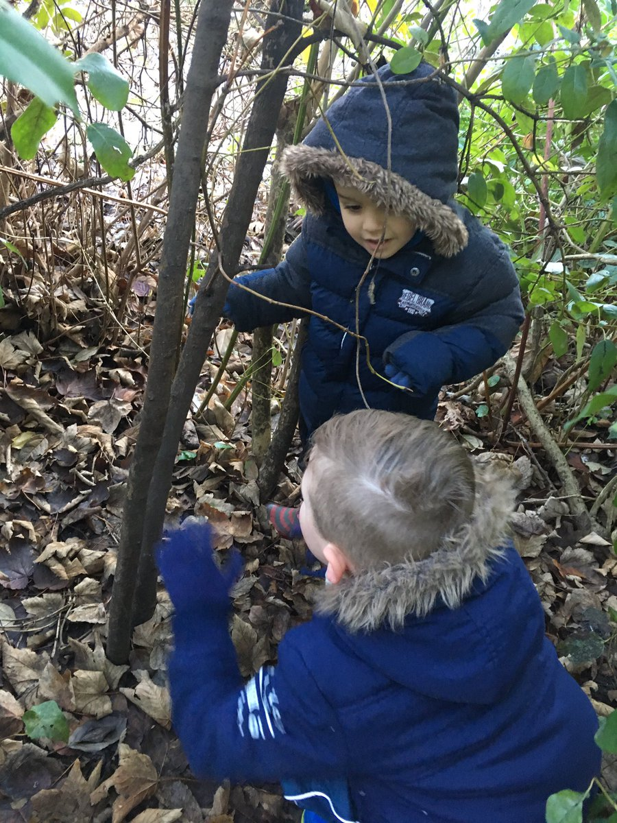 Nursery had their first #forestschool session today. It  was a success! #getoutside #EYFS #investigate #inspire @WoodhillSchool @WoodhillFS<br>http://pic.twitter.com/if8QjrK37O