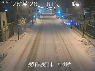 【21日4時30分現在】国道19号長野市中御所付近の状況です。長野市には大雪警報が発表されています。…