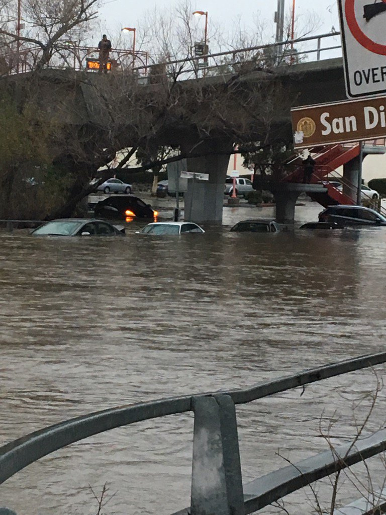 #BREAKING Camino Del Rio N & Ward Rd multiple cars in water. Unknown occupants trapped https://t.co/G9Krq7fIGJ