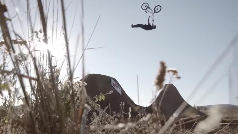 The most epic dirt session ever recorded... @vansbmx66 Illustrated. ht...