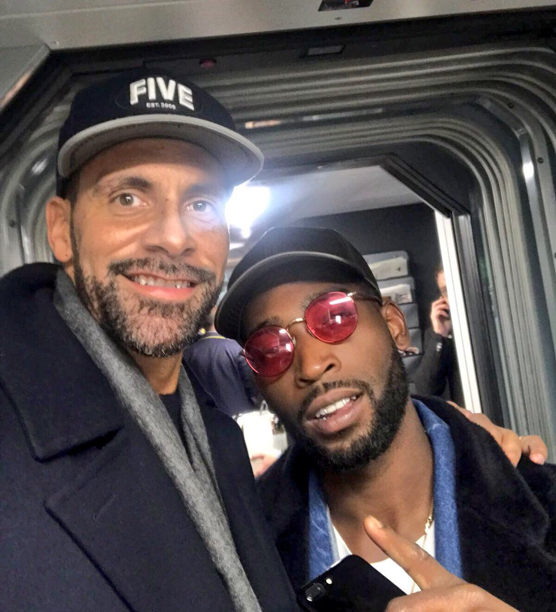 Come on now people.... give me ya favourite @TinieTempah song... good to see u! 👊🏽
