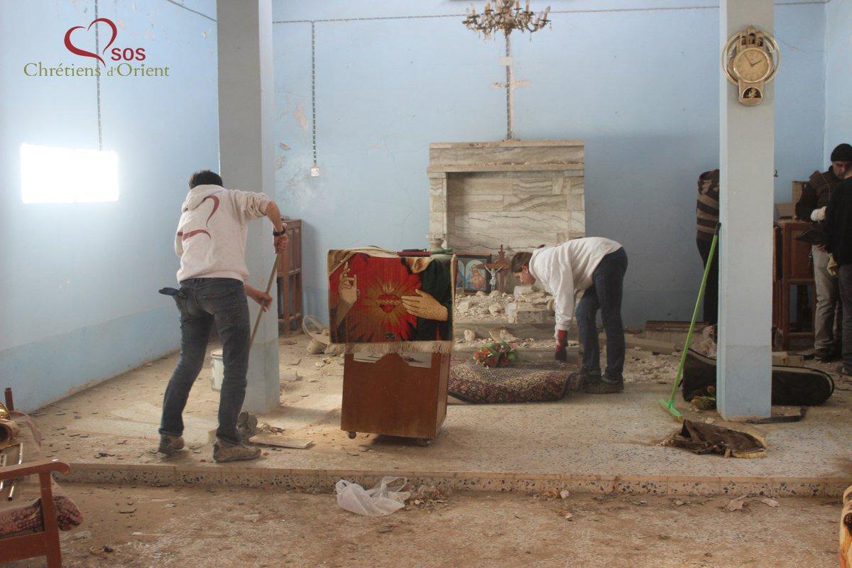 #Irak #SOSCDO ds les villages libérés: déblaiement de l&#39;église de Bashiqa, réhab d&#39;une maison à Karamlesh et formation secourisme #NPU<br>http://pic.twitter.com/CpgGPq9LNp