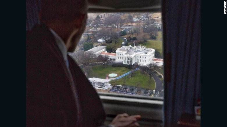 La dernière photo de #BarackObama avec la vue sur la Maison Blanche. #Inauguration<br>http://pic.twitter.com/NaCZEA5yx8