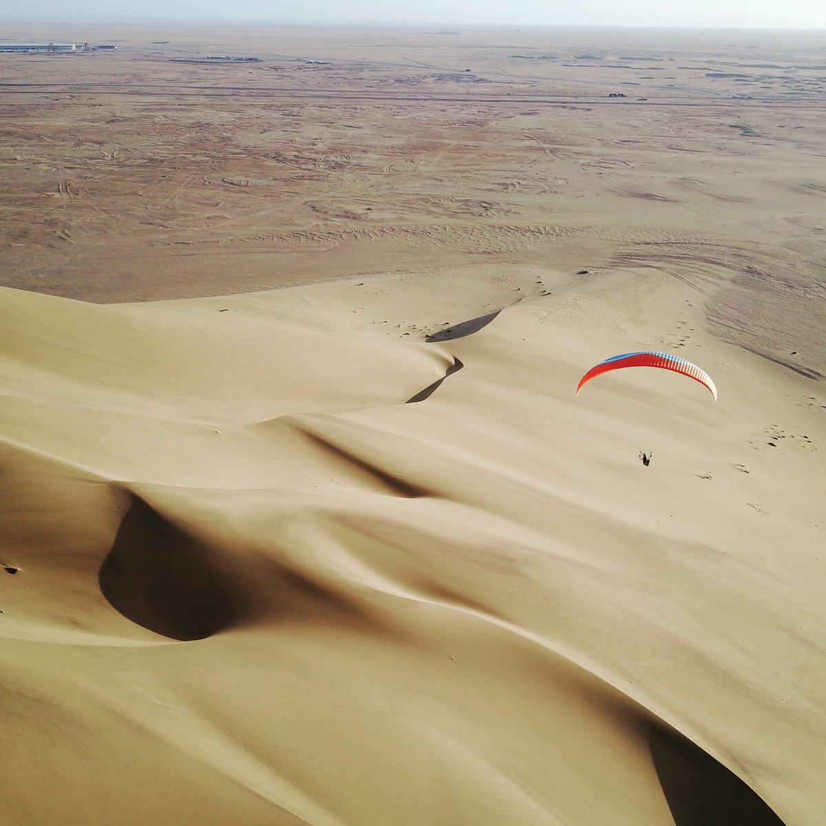 Dunes are a girls best friend! :-) #ikarusbe #clubreis #parapente #namibia<br>http://pic.twitter.com/eIWn58NnX6