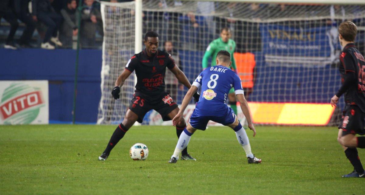 Bastia et Nice se séparent sur ce match nul 1-1 ! #SCBOGCN https://t.c...