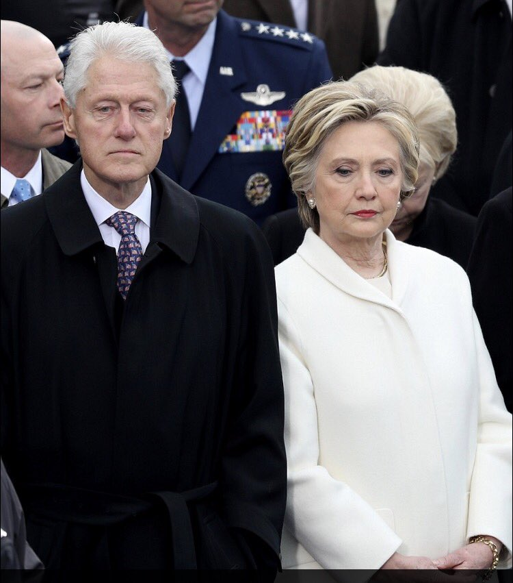 Dure journée pour #HillaryClinton... #investitureTrump #InaugurationDay<br>http://pic.twitter.com/BSOYHTLcG9