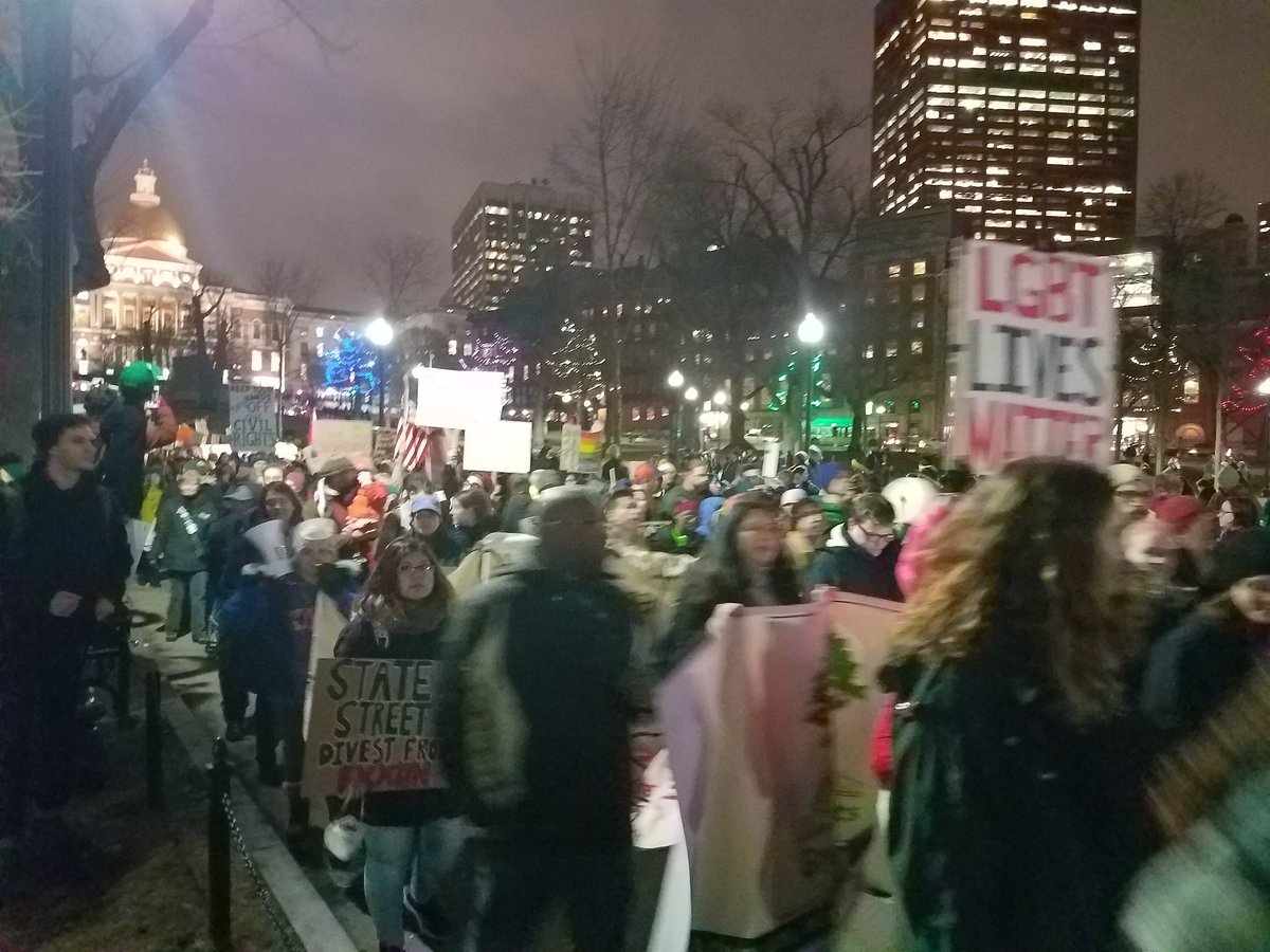 Thousands of protesters are now on Boston Common to denounce president Donald Trump. https://t.co/XBzulKkO2T