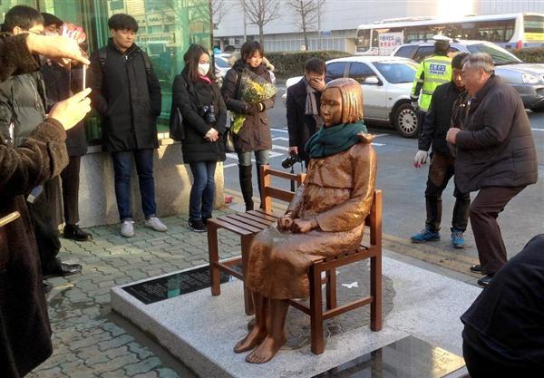 【産経抄】韓国・釜山の慰安婦像設置…法治国家ではなく、国際約束も守れない国 sankei.com/c…