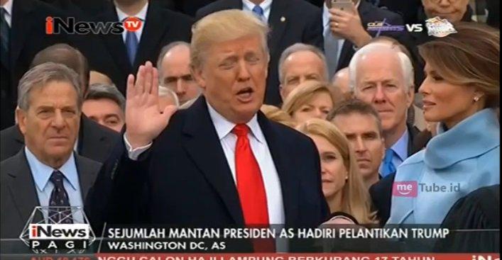 .@realDonaldTrump resmi dilantik menajdi Presiden Amerika Serikat ke-4...