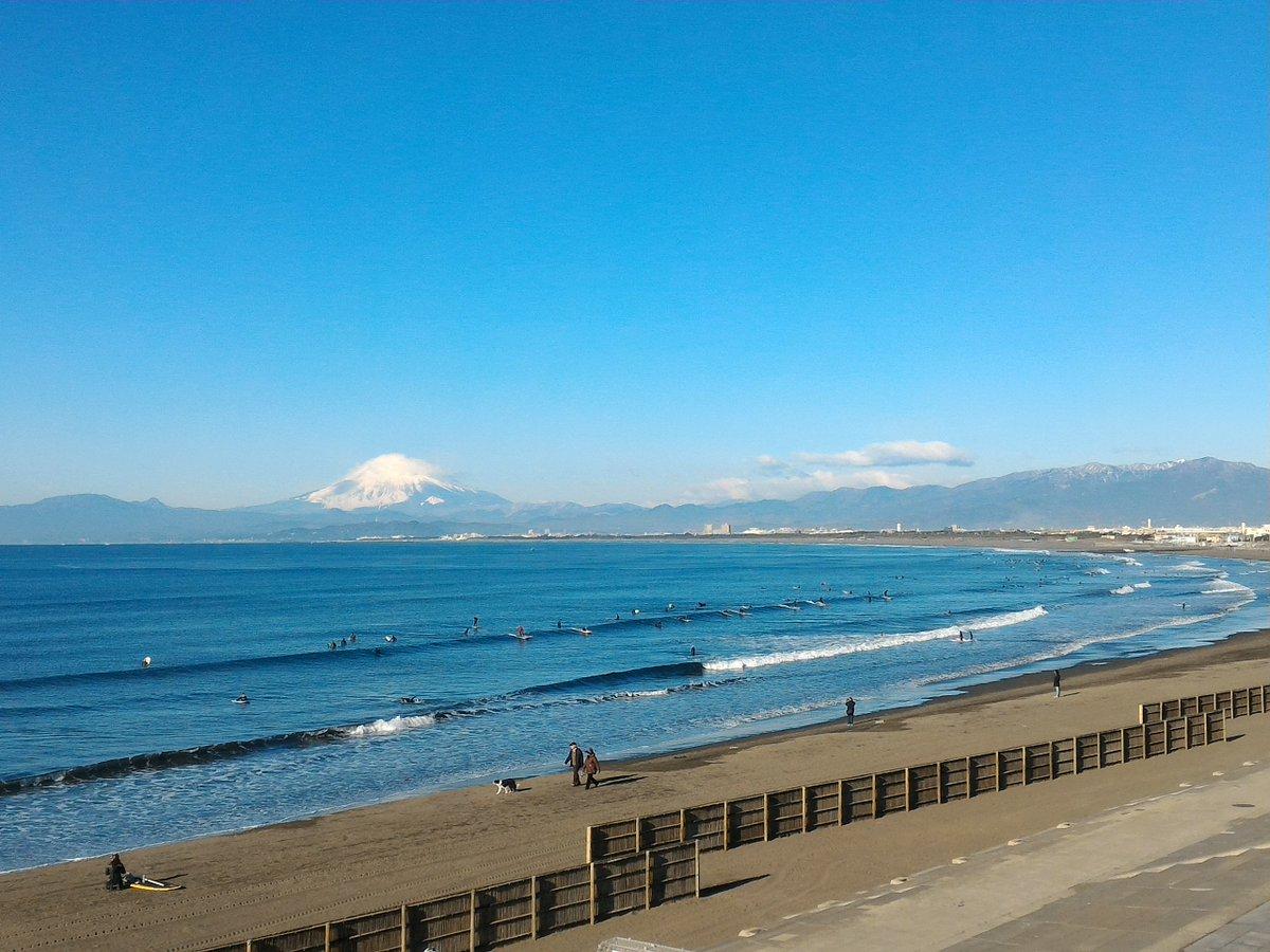 おはようございます。江の島周辺はまぶしく晴れています🗻 あすの市民マラソンを前にランナーの方が多くな…