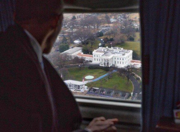 Adieu #Obama! Et fin  d'une époque. Dernier et fascinant cliché du photographe Pete Souza.