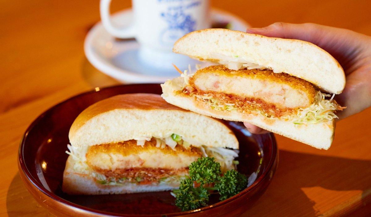 \今日は何食べよう😋/ お腹ペコペコなときはボリューム満点のバーガーがおすすめ。中でもコロッケバンズ…