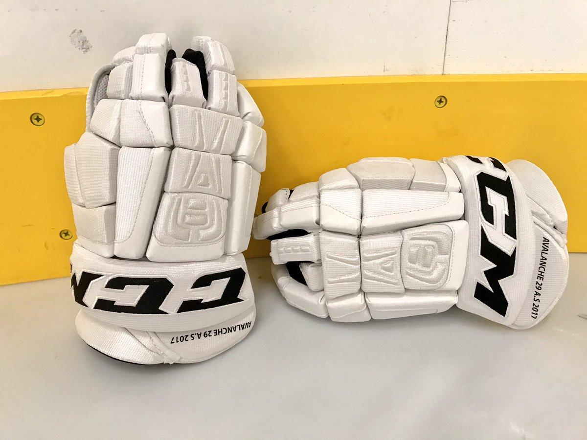 Full reveal. @Mackinnon9 #NHLAllStar gloves. 💯 #MadeOfHockey https://t.co/LGanuZKMVm