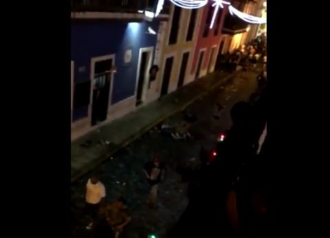 [VIDEOS] Corre y corre en las Fiestas de la SanSe por herido de bala....