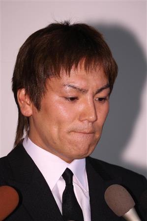 狩野英孝さんが会見で謝罪、今後は謹慎「22歳と聞いて付き合ったが、10代と打ち明けられ…」 女性の父…