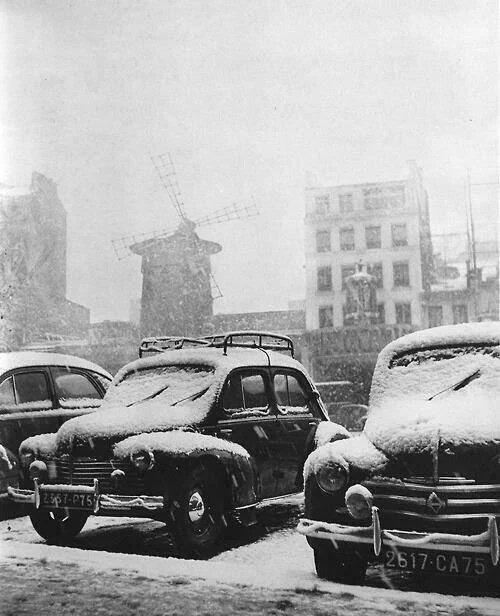 Décembre1950...#Montmartre,moulin de la Galette, l&#39;#hiver pas comme aujourd&#39;hui ! #Paris #histoire #France #tourisme <br>http://pic.twitter.com/4IFuFO0XkZ