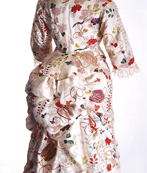 「ファッションとアート 麗しき東西交流」展が横浜美術館で開催、ジャポニスムに影響を受けたシャネルの服…