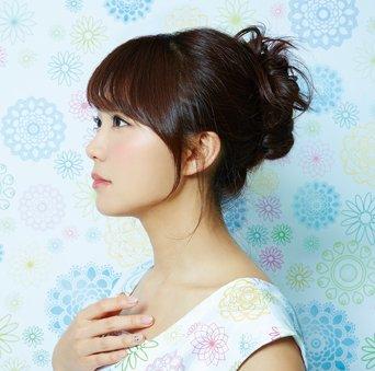 4月12日発売 三森すずこ7thシングル「サキワフハナ」のジャケット写真を公開!「花」が印象的な美し…