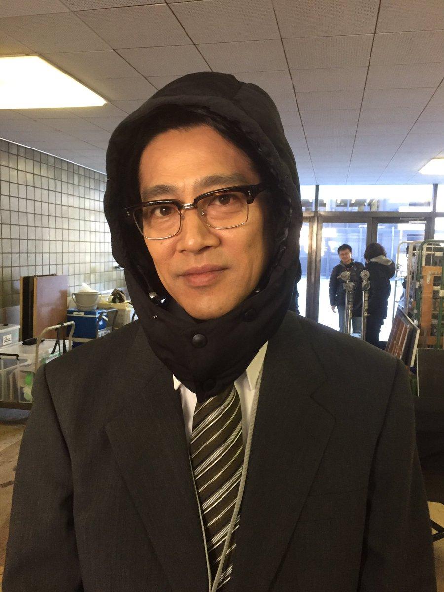 風が強い日に髪型が乱れないようにヘアメイクさんが堤さんをこんな風にしちゃうわけだが、なんか、要はこれ…