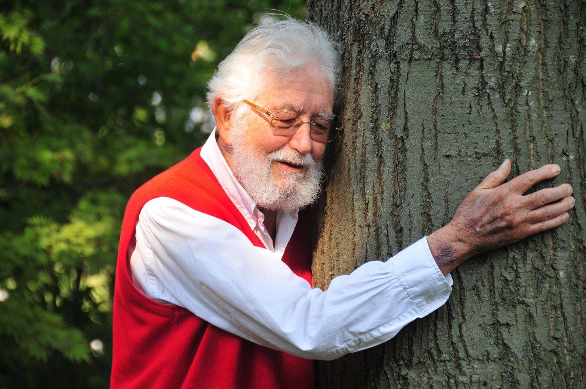 Sevdiklerimize sarıldıkça güzelleşecek dünya. İnsana, kediye,ağaca…  #...