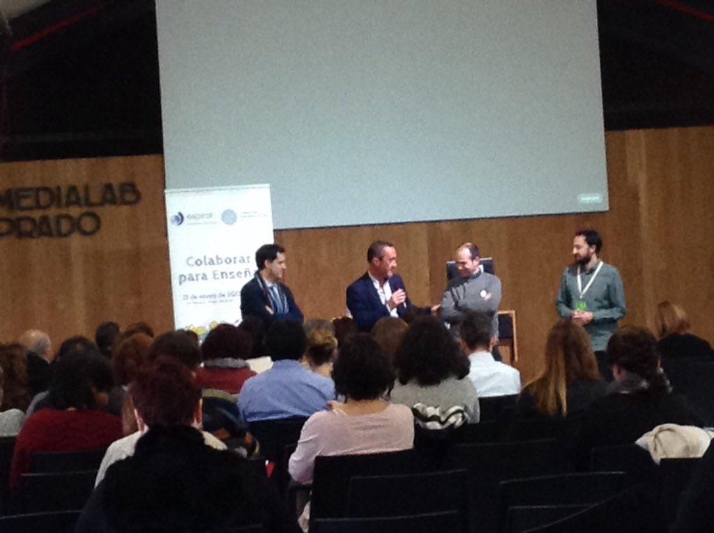 David Cervera ( @dcerverao ) presentando los proyectos de innovación educativa de Comunidad de Madrid en #JEspiBase17 https://t.co/LIzzSugH2a