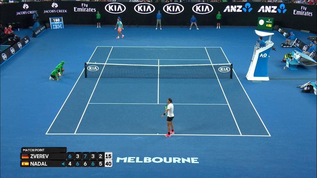 Tenis | Efusiva celebración de @RafaelNadal tras ganar en 5 sets a Zve...