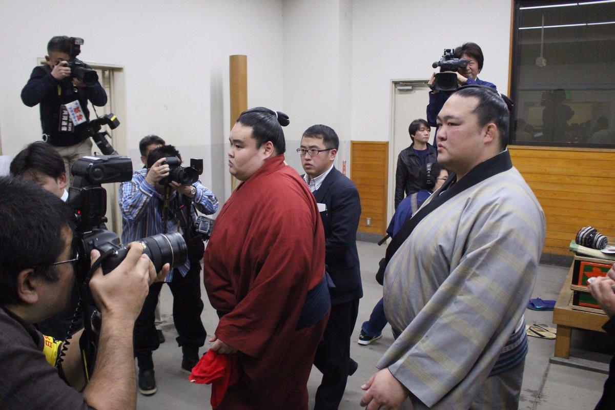 <稀勢の里初優勝!>優勝を決めた稀勢の里、支度部屋での様子。 #sumo
