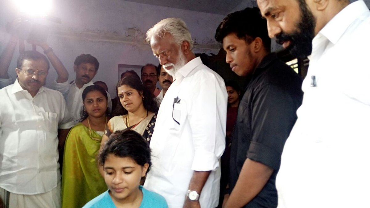 Ramesh on twitter sir i request and advise that all bjp for K muraleedharan family photo