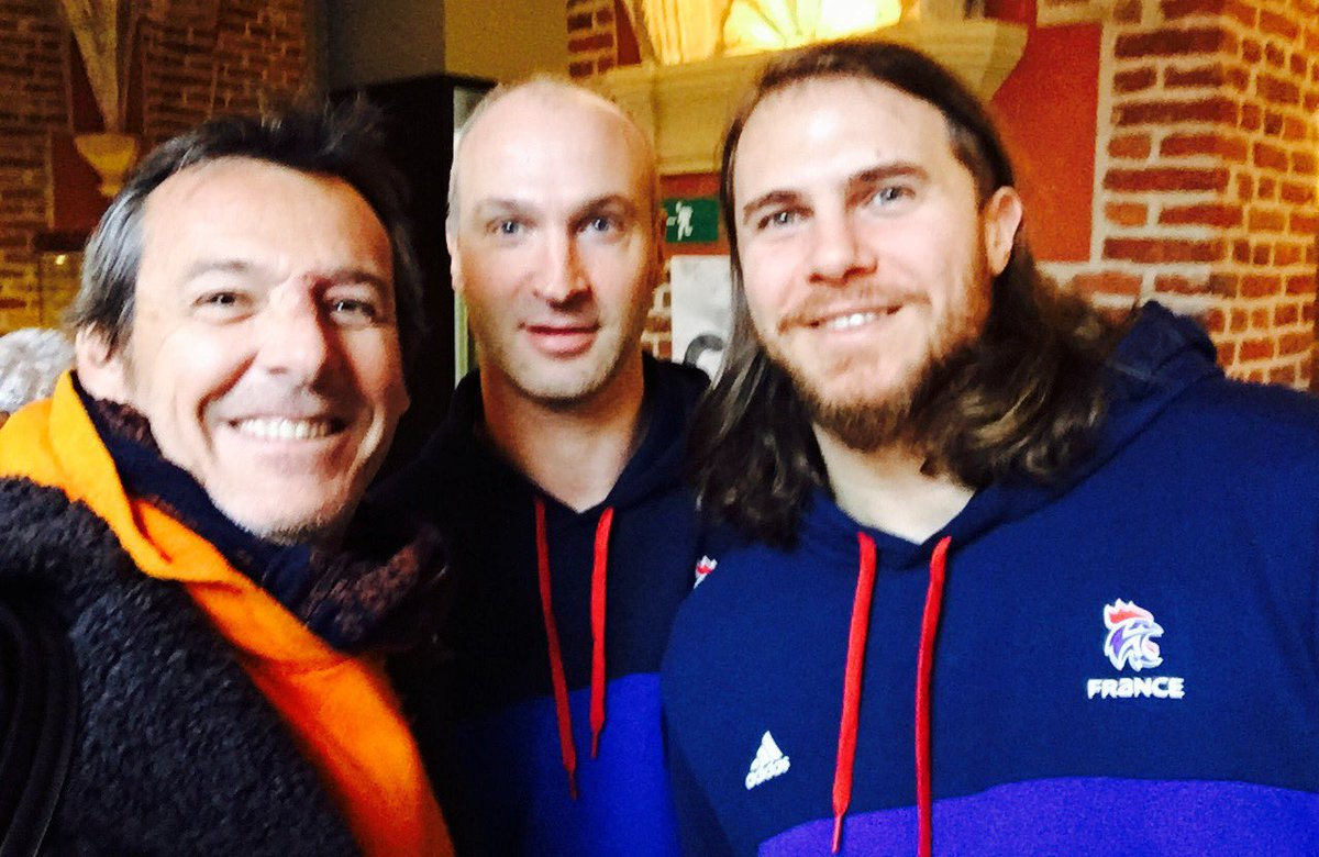 🇫🇷On est dans la Place ‼🇫🇷🤾♂️@Thierry_Omeyer @AccambrayW #TF1 #Handba...