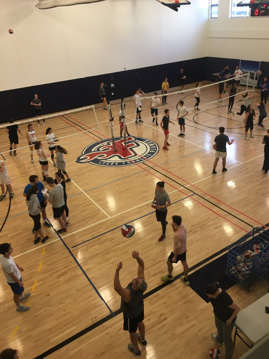 #LFC #FLAMES #CHICAGO Lycée français 2017 volley-ball tournament- 130 participants, lot of fun and friendship <br>http://pic.twitter.com/8w3r9aoht3