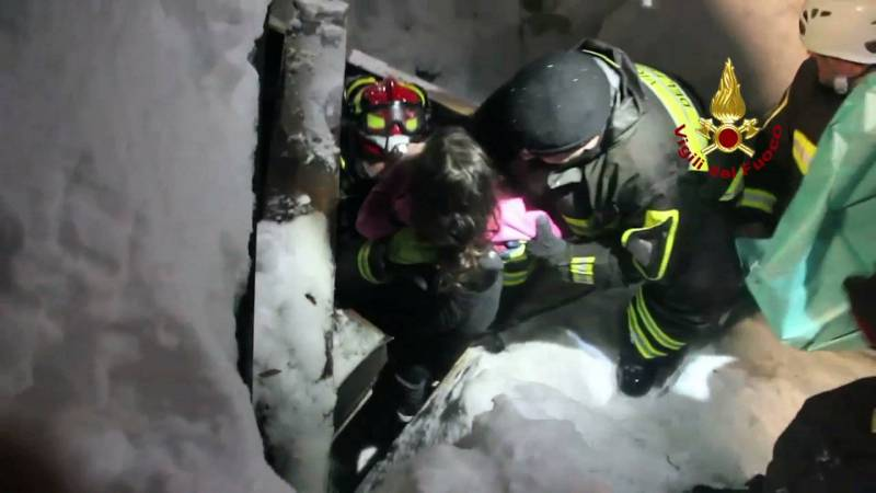 #socialgnmedia #LOrientLeJour : Hôtel italien enseveli: quatre survivants et trois corps extraits dans la nuit #It… <br>http://pic.twitter.com/JpkEFclL4F