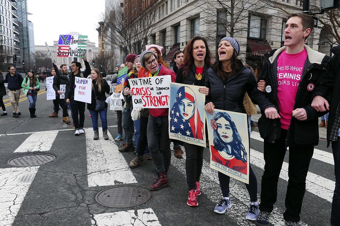Con el movimiento feminista a la cabeza, la oposición toma hoy las cal...