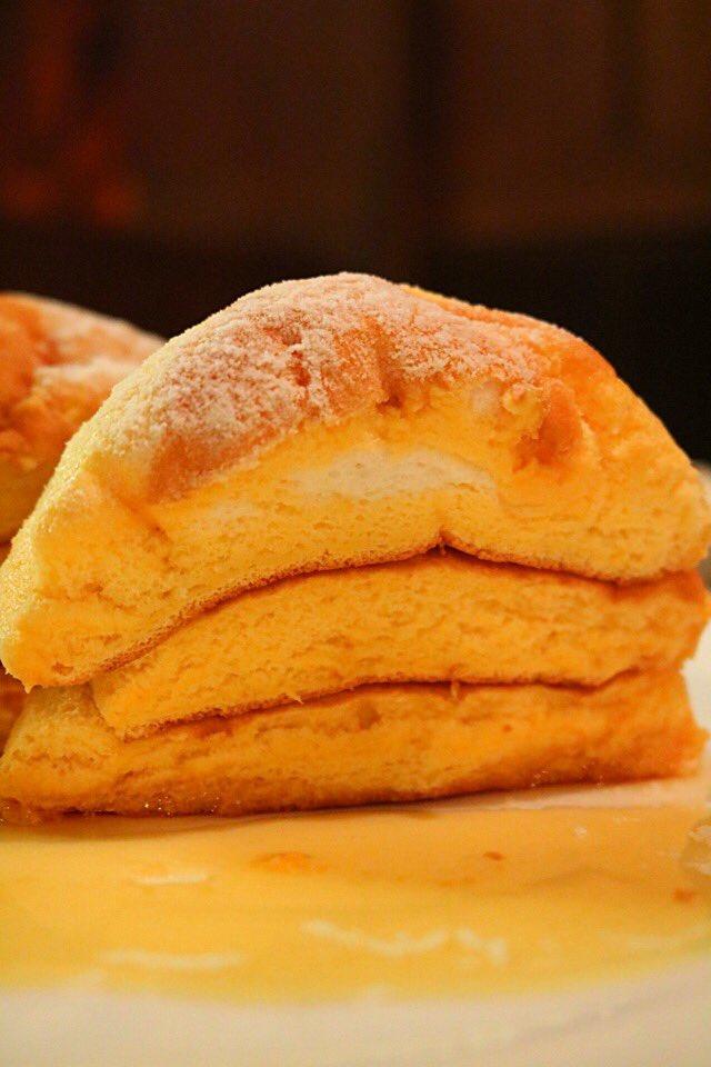 栃木県佐野市にある 沙羅英慕舞莉茜珠さん  [天使のパンケーキ]  ふっわふわ生地が特徴の一口食べる…