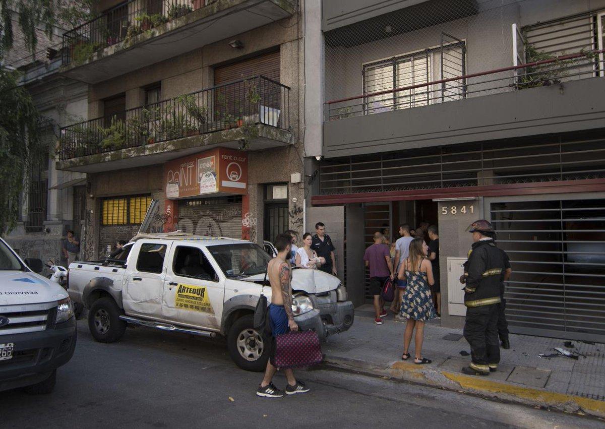 Choque, fuga de gas y evacuación en Palermo https://t.co/rV0cHhP3Gz ht...