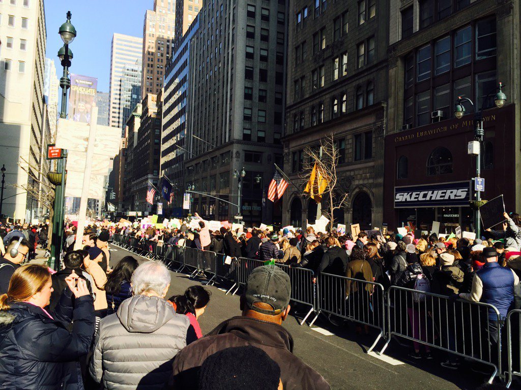 Fifth Avenue jammed 42-57. Biggest crowds since Nam https://t.co/hsXCF3zAmV