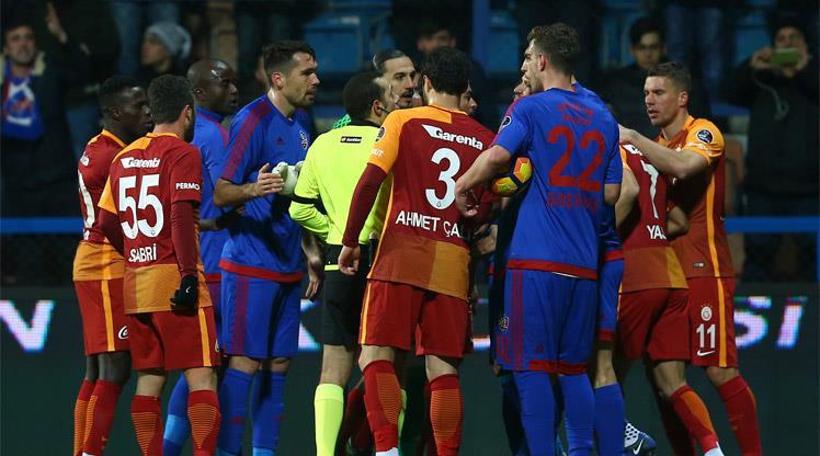Igor Tudor: ''Dürüst olmam gerekiyor, penaltı değil'' https://t.co/mCD...