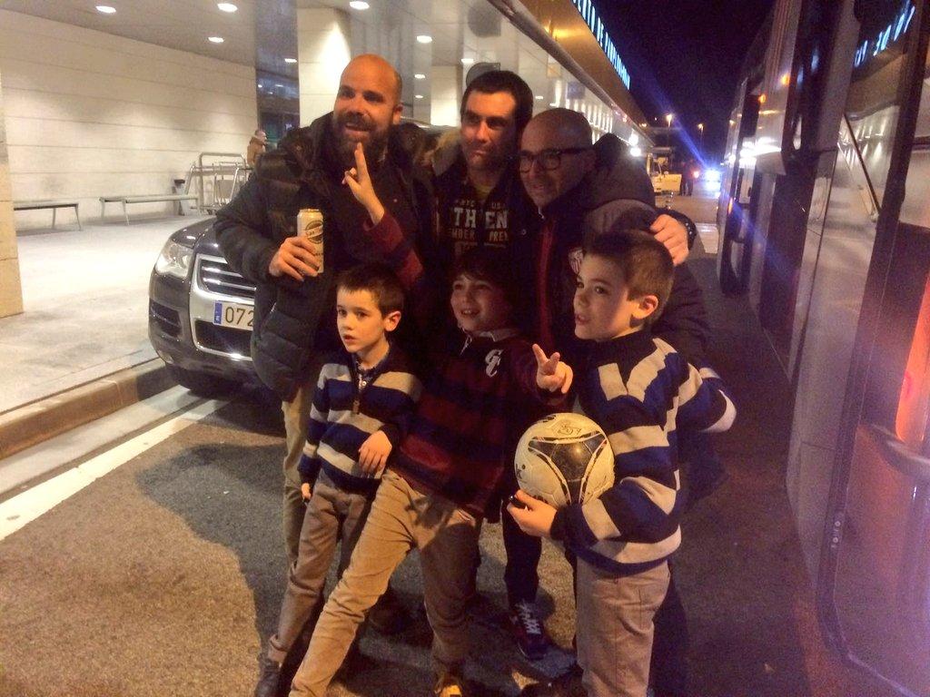 ¡Ya estamos en Pamplona! 👏⚽   #OsasunaSevillaFC #vamosmisevilla https:...