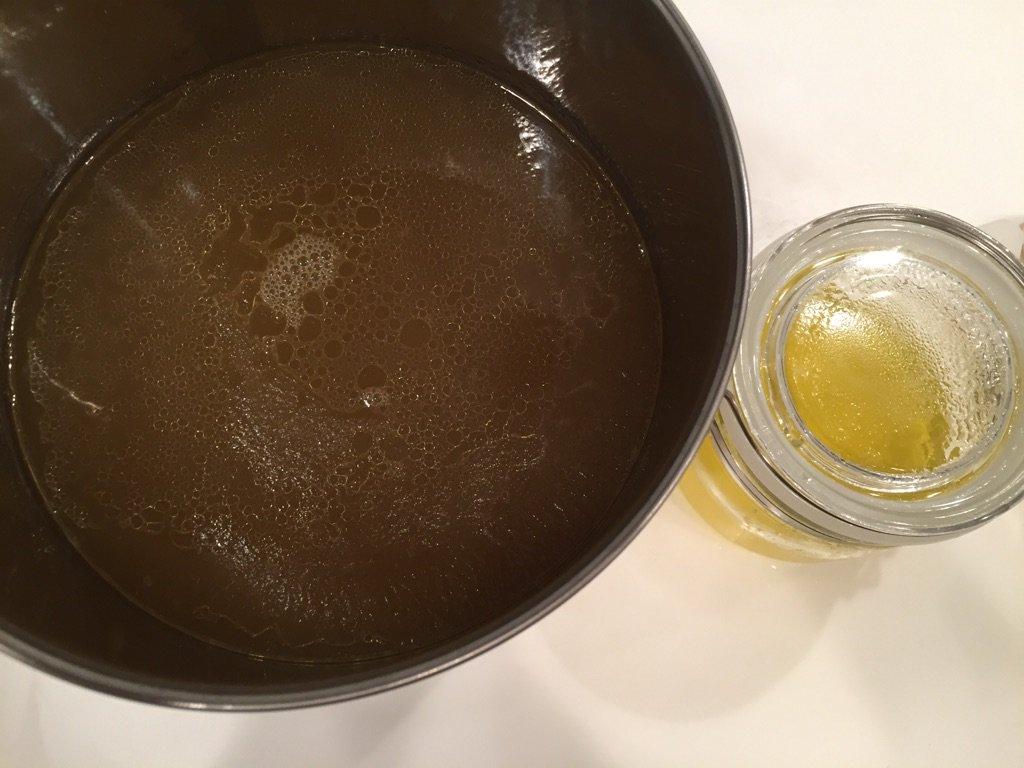 鶏油とスープが完成(*´∀`)♪スープも冷蔵庫で寝かせますが、その前に味見しよう。。