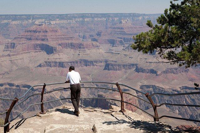 Pourquoi pouvons-nous remercier #BarackObama ? Retour sur ses six plus beaux gestes pour sauver la planète  http:// bit.ly/2jZEESr  &nbsp;  <br>http://pic.twitter.com/ovbR2Ip7A8